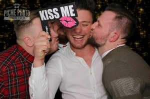 Kiss me word prop